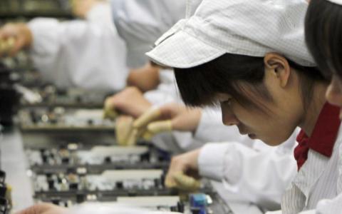 苹果承认中国的学生实习生在iPhone X装配线上非法加班