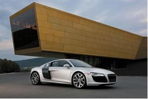 奥迪R8 V10荣获年度世界最佳性能汽车