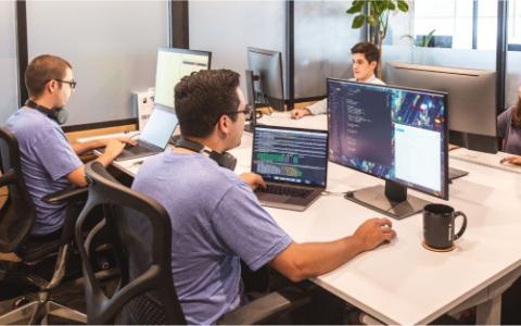 如何终端利用AI来帮助公司建立远程工程团队