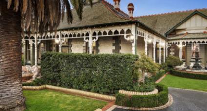 Moonee Ponds两栋历史悠久的房屋 每套均价超过500万美元