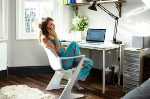 根据Adobe Analytics的数据4月份在线睡衣的销售额增长了143%