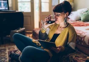 Airbnb和Bumble推动虚拟约会以保持相关性