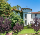 Kat Von D以340万美元的价格列出了城堡般的好莱坞山房屋